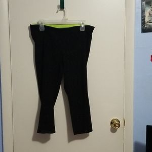 Vogo Athletica Xl Black And Green Capri Leggings